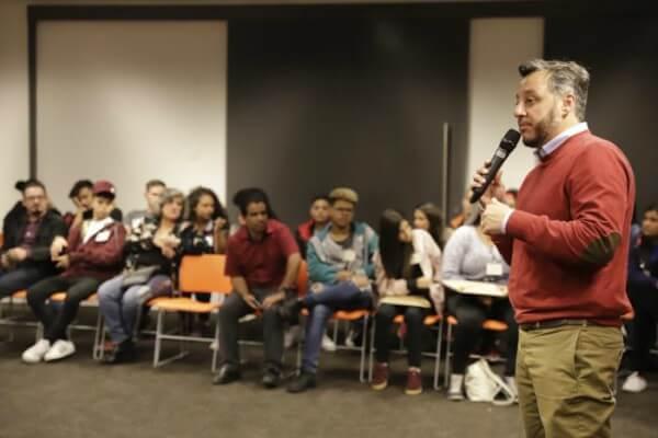 Secretário de Educação se reúne com alunos de São Miguel Paulista