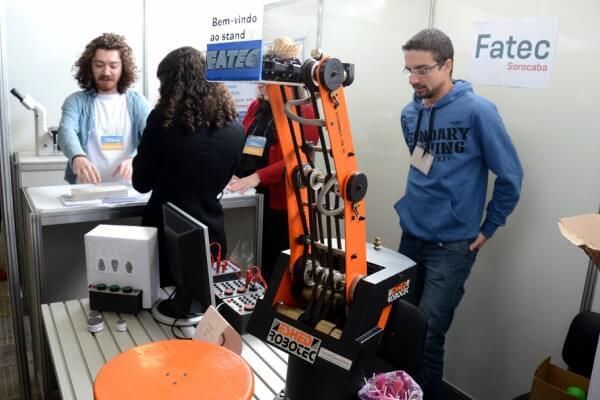 Etec e Fatecs levam arte, games e tecnologia à Feira de Profissões da USP