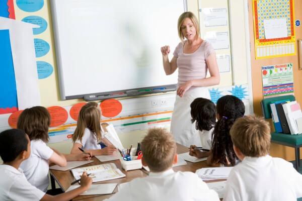 AZ Escolas em Rede se antecipa à nova BNCC do Ensino Médio